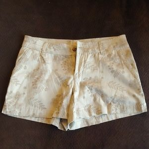 Field and Stream Tan flower patterned shorts
